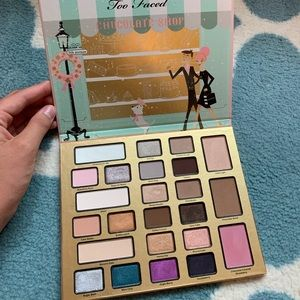 Too faced LIMITED EDITION Xmas chocolate palette